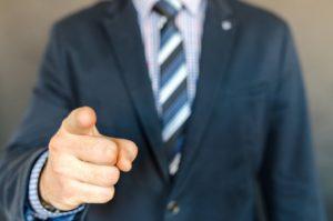 ビジネスマンの指差し画像